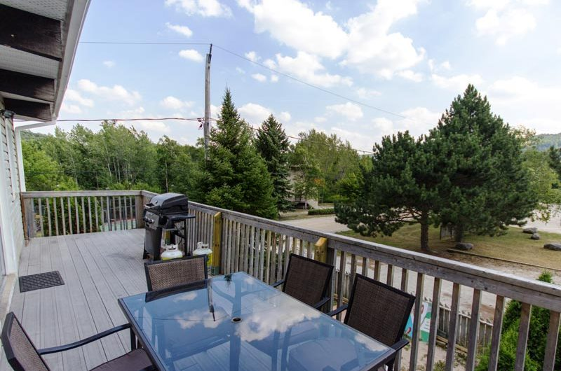 Stay at Blue Mountain offers a gorgeous patio in this beautifully updated chalet located at 128 Birchview