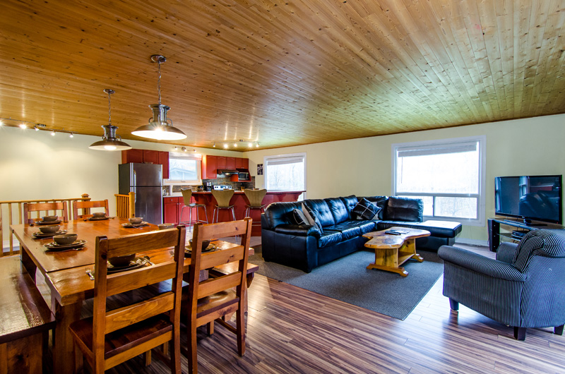 Claire Glen offers an open concept with a living room, kitchen and dining room together in this available for booking at Stay at Blue Mountain