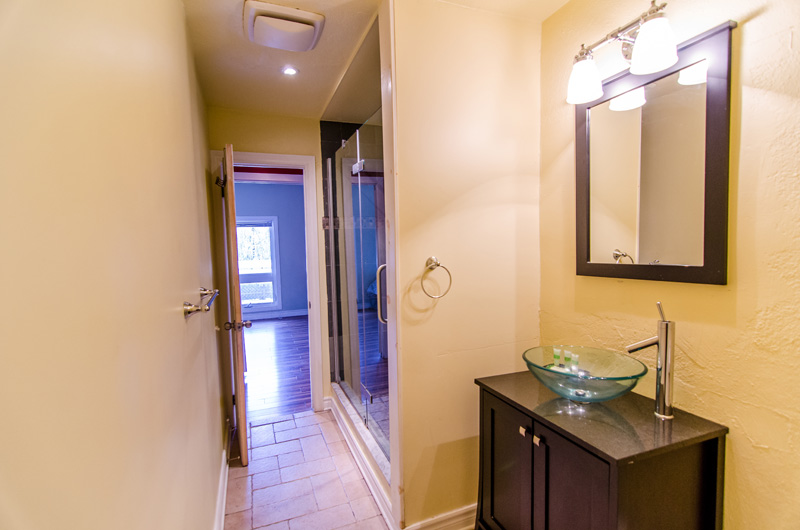One of the four luxurious bathrooms in the Claire Glen Chalet that is available for rent from Stay at Blue Mountain