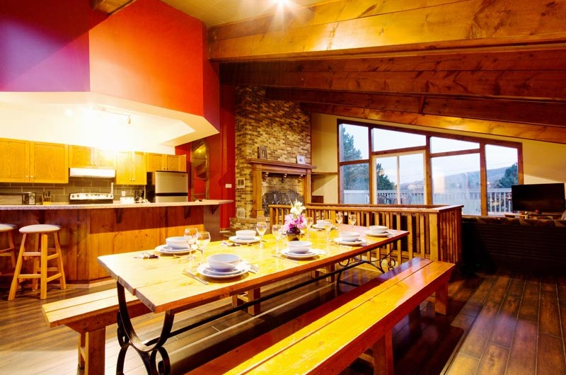 Mountain View 1 chalet features an open concept dining area offered by Stay at Blue Mountain