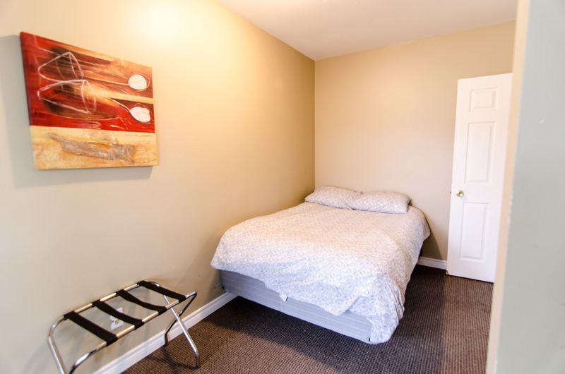 tay at Blue Mountain chalet offers cozy bedrooms with double beds such as the one pictured here from Mountain View 1