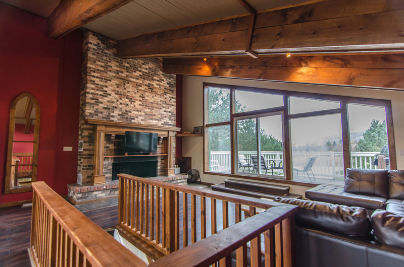 The upper level gives direct access to a deck that gives you breathtaking views of Blue Mountain in this chalet available for rent from Stay at Blue Mountain - Mountain View 1