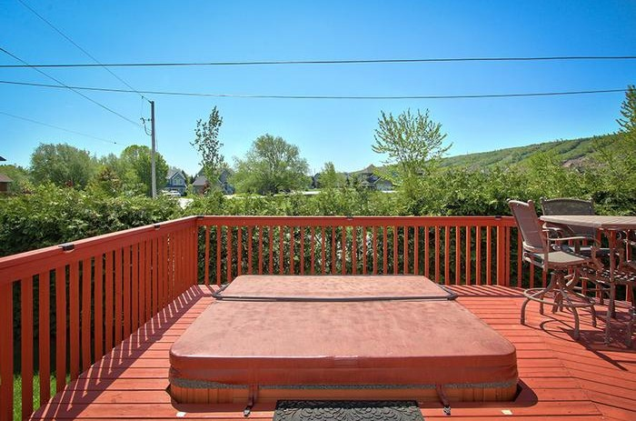 This Stay at Blue Mountain chalet offers an outdoor private hot tub and is located at 106 Birchview
