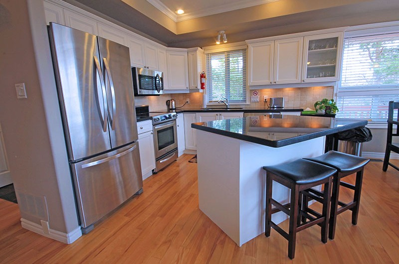 Stay at Blue Mountain offers a kitchen at the 106 Birchview chalet that is fully equipped for your use