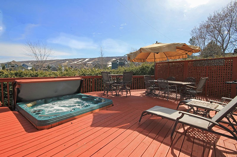Enjoy the view in this outdoor patio in the 106 Birchview chalet that Stay at Blue Mountain is offering for rent