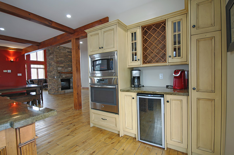 Open kitchen concept at 109 Plater St, a chalet rental available from Stay at Blue Mountain.