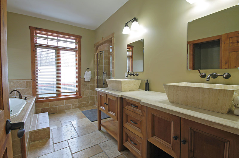 Stay at Blue Mountain offers a luxurious en-suite bathroom in this 109 Plater St chalet, available for rental