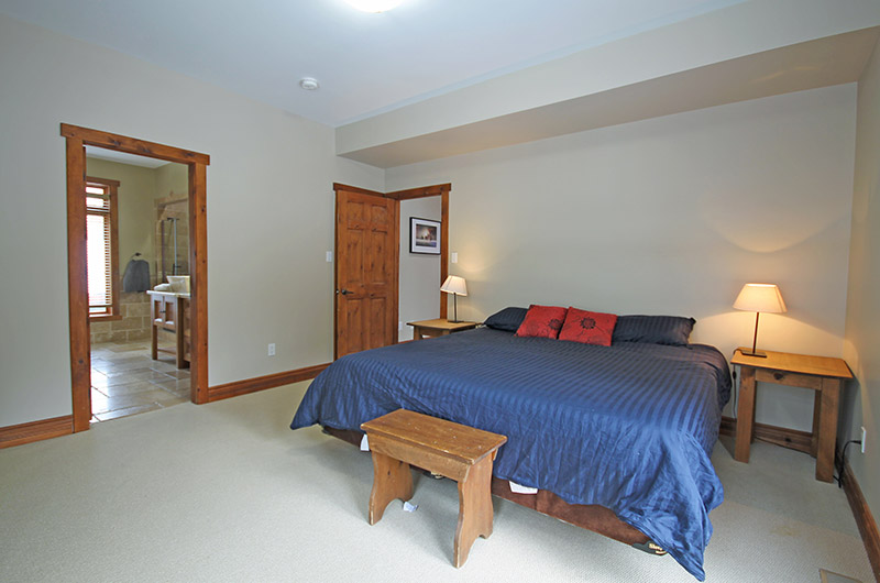 Master bedroom in this Stay at Blue Mountain chalet that is available for rental at 109 Plater St