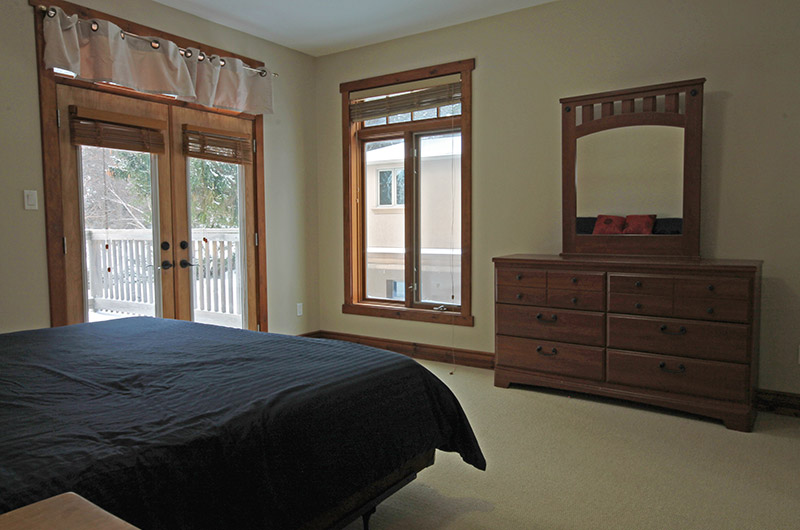 Ski chalet at 109 Plater St that offers a luxurious master bedroom in this Stay at Blue Mountain rental