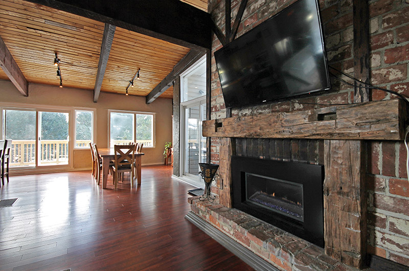 128 Birchview offers a gas fireplace for your comfort and warmth on those cold evenings in this chalet rental from Stay at Blue Mountain