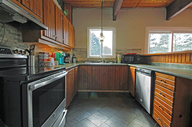 Full kitchen amenities are included in the 128 Birchview chalet offered from Stay at Blue Mountain
