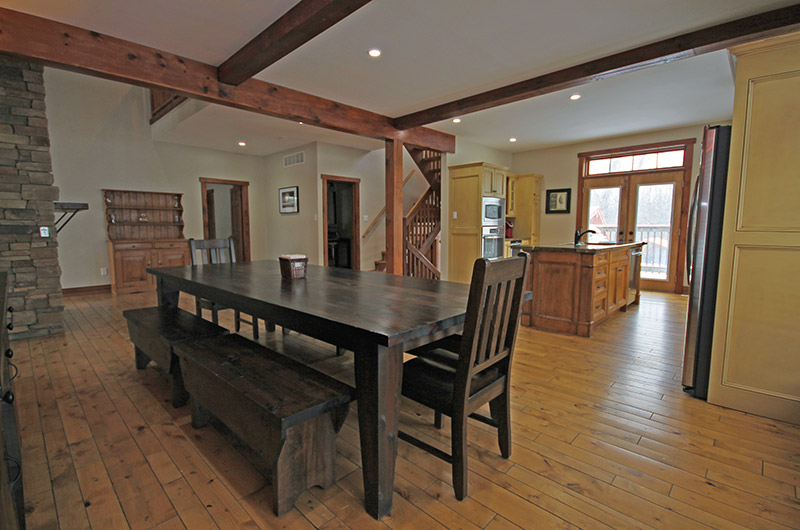 109 Plater St features an open concept dining area that is connected to the kitchen and living room - Stay at Blue Mountain