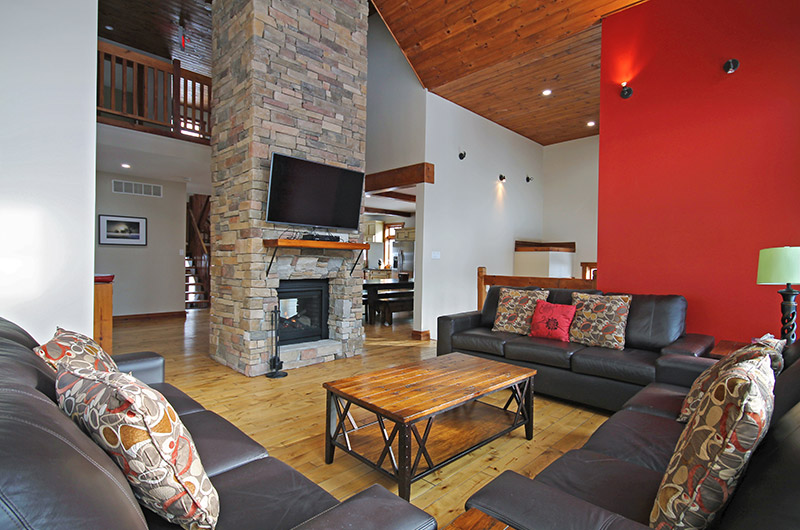 This chalet rental available from Stay at Blue Mountain is located at 109 Plater St and comes equipped with a double-sided wood burning fireplace